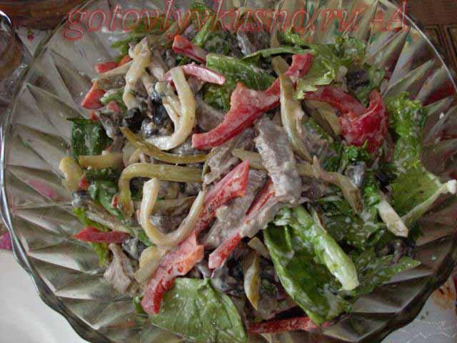 Салат с говядиной отварной и солеными огурцами