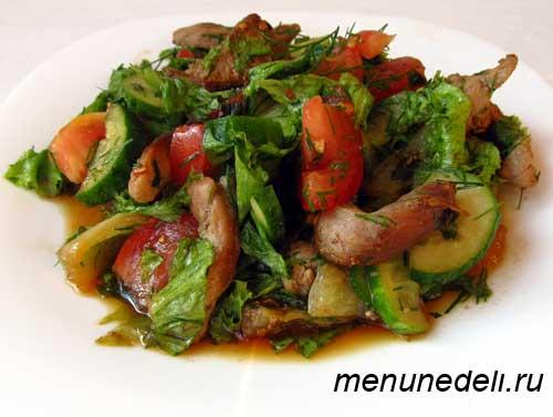Салат с мясом в томатном соусе