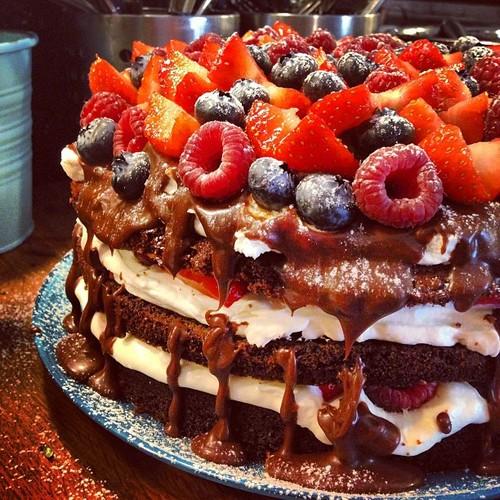 Шоколадный торт с ягодами рецепт с фото