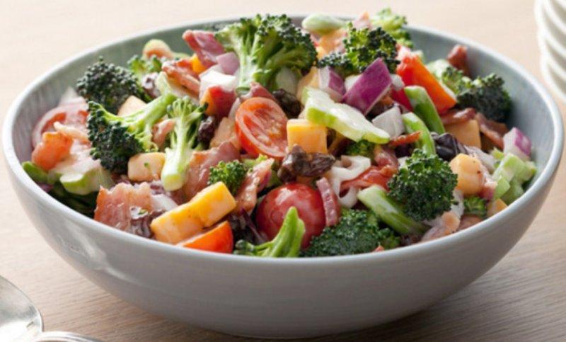Какой салат можно приготовить из брокколи